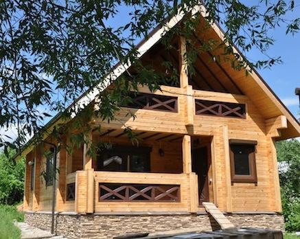 сравнение каркасного и деревянного дома.