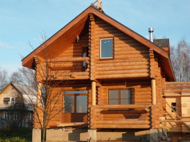 Дом из оцилиндрованного бревна по личному проекту.